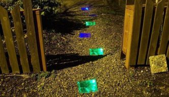Cómo hacer ladrillos iluminados con energía solar, ideal para el acceso a tu casa