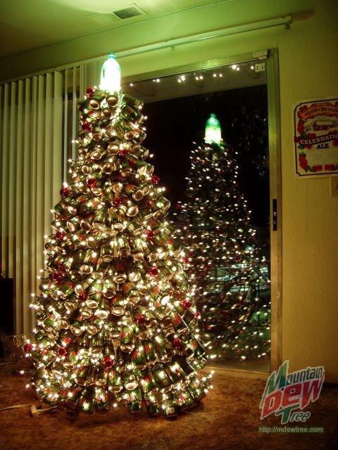 Arbol de navidad con latas recicladas