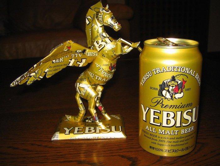 Arte con recipientes de cerveza3