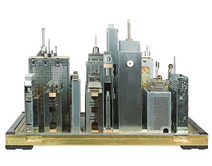Rascacielos con basura electronica