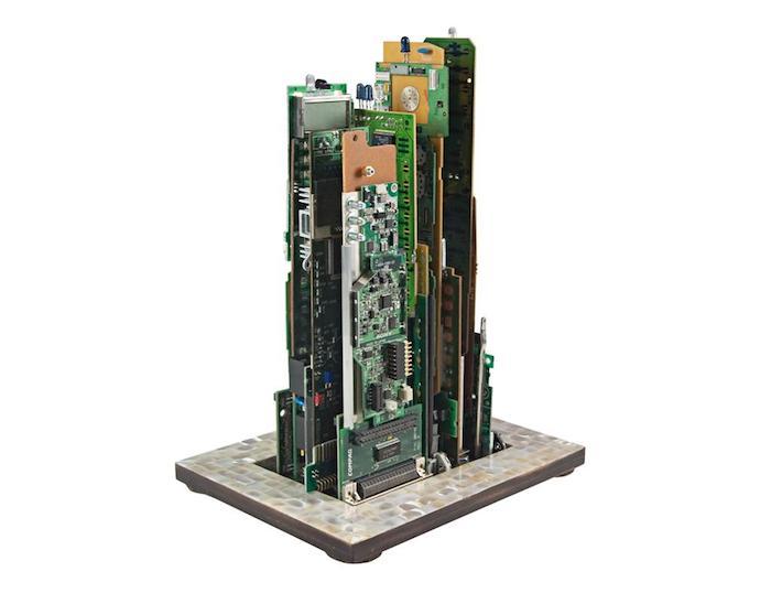 Rascacielos con basura electronica3