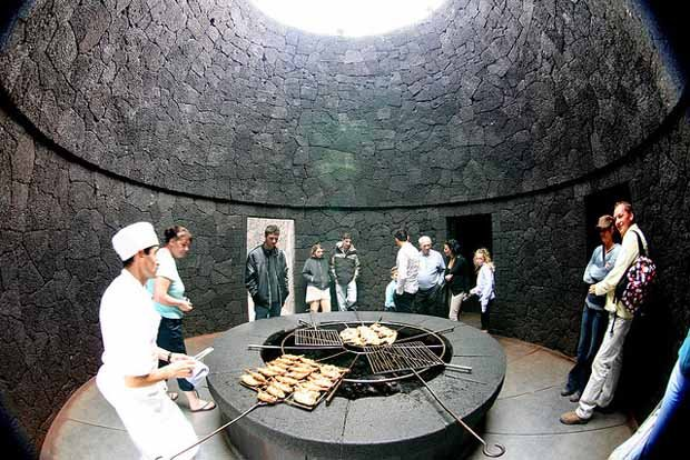 El Diablo, restaurante que cocina al calor de un volcán.