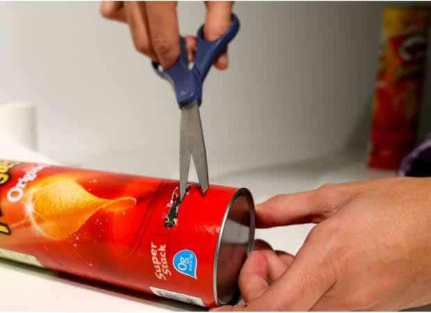 Usa una lata de Pringles para fabricar un altavoz para el móvil