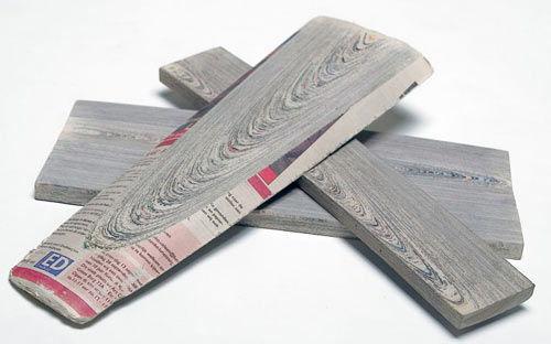 Newspaperwood imitaci n de madera hecha 100 con for Papel pintado imitacion periodico