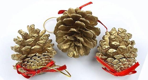 16 adornos navide os reciclados para tu rbol de navidad - Adornos navidad con pinas ...