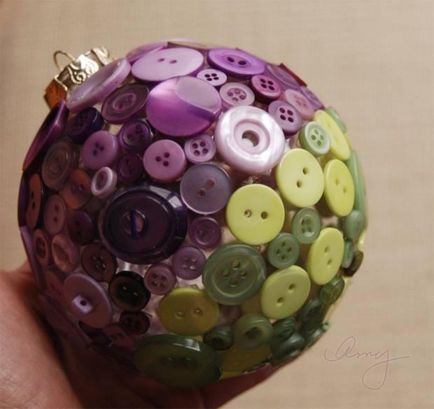20 adornos navide os reciclados para tu rbol de navidad for Puertas decoradas con flores de papel