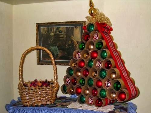 Árbol de navidad con rollos de papel
