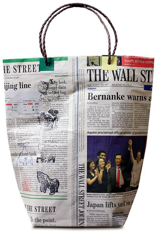 C mo hacer una bolsa con papel de peri dicos - Hacer cestas con papel de periodico ...