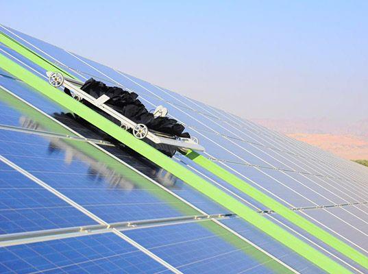 aumento de eficiencia de paneles solares con limpieza