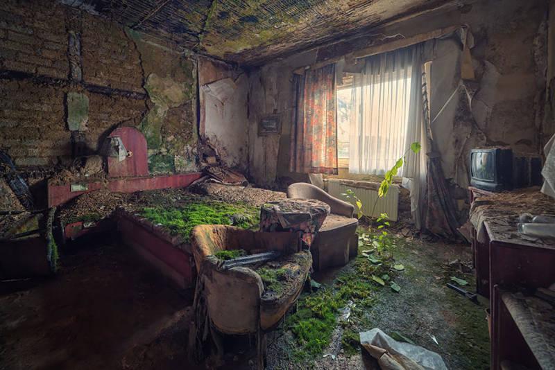 Habitación de hotel abandonada