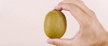 Así se pelan kiwis, mangos o aguacates con un vaso de vidrio!