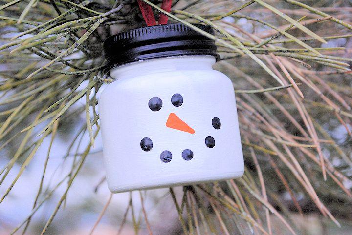 Muñeco de nieve con bote de plástico