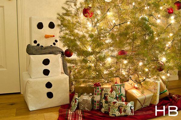 Muñeco de nieve con cajas de cartón