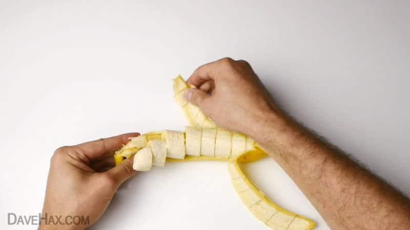 Cómo trocear un plátano antes de pelarlo