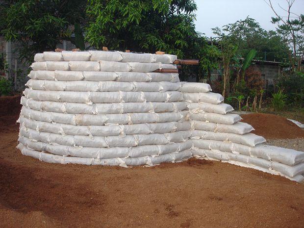 Como construir un domo con sacos de tierra3