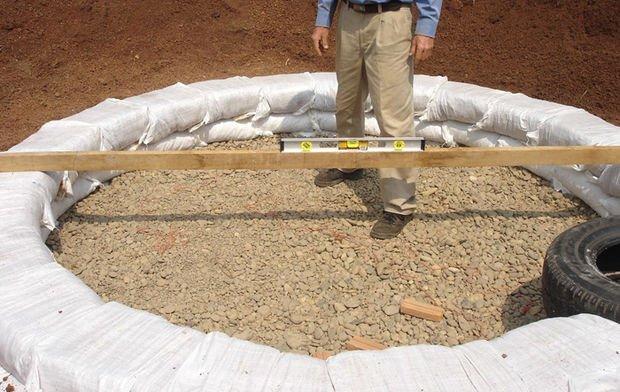 Como construir un domo con sacos de tierra4