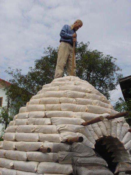 Como construir un domo con sacos de tierra9