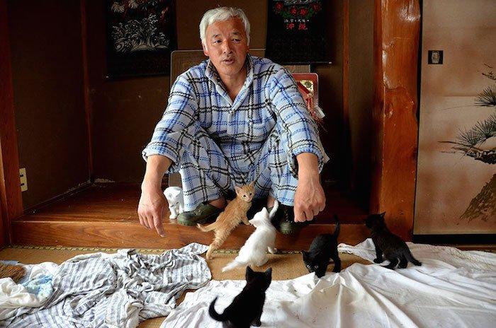 El Hombre que regresó a Fukushima para alimentar a los animales que se abandonaron