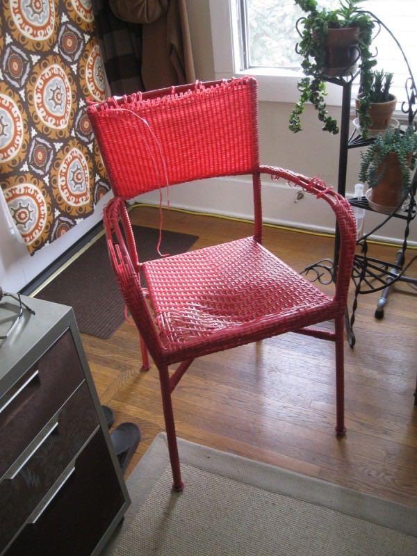 Como arreglar una silla reusando cables electrónicos4