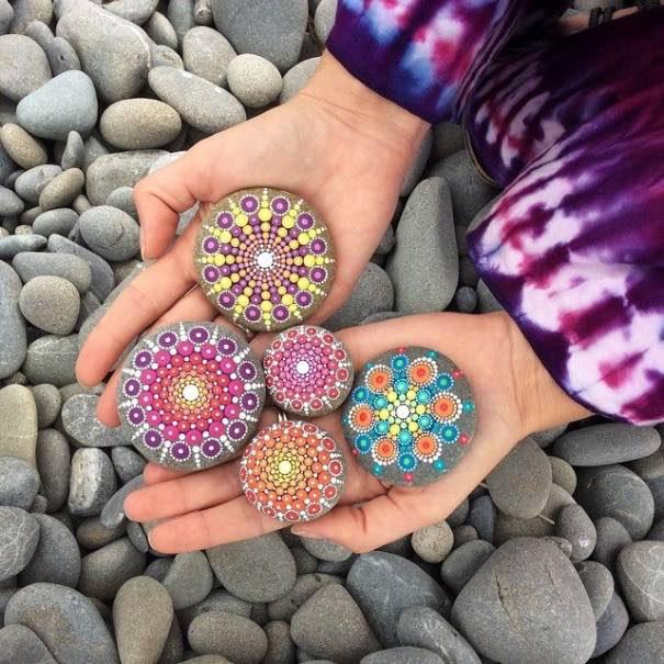 Como pintar piedras para crear coloridos Mandalas4