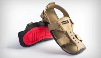 Sandalias que crecen 5 tallas en 5 años para ayudar a millones de niños pobres