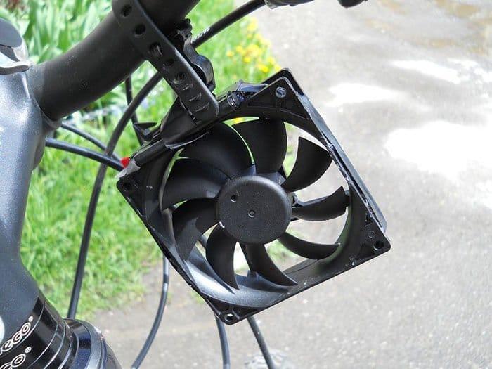 Como-hacer-un-cargador-e%c3%b3lico-de-smartphones-para-bicicletas3