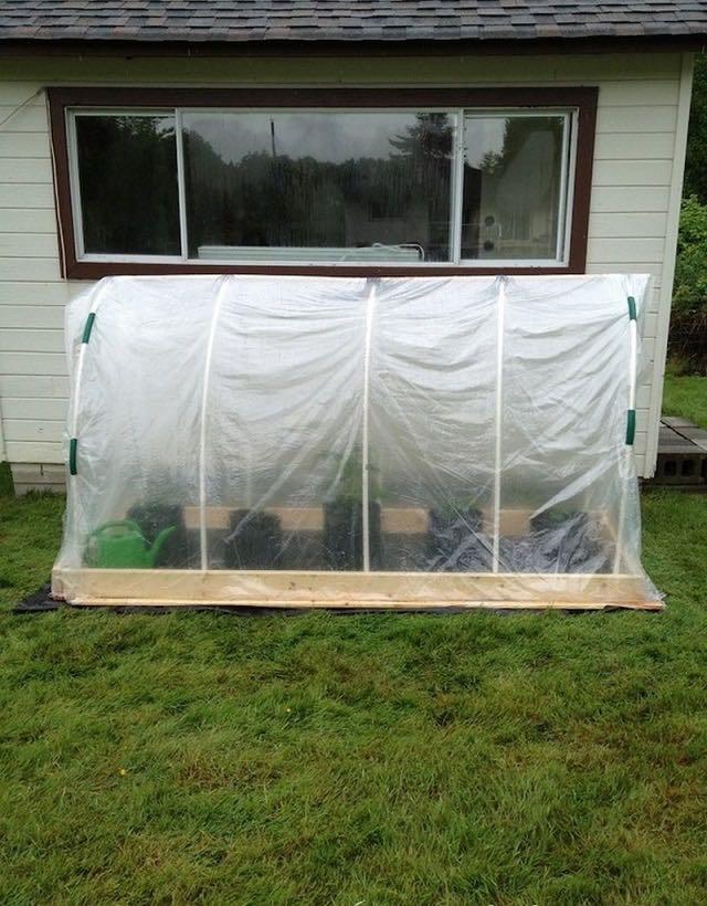 Cómo hacer un invernadero de cama elevada en nuestro jardín