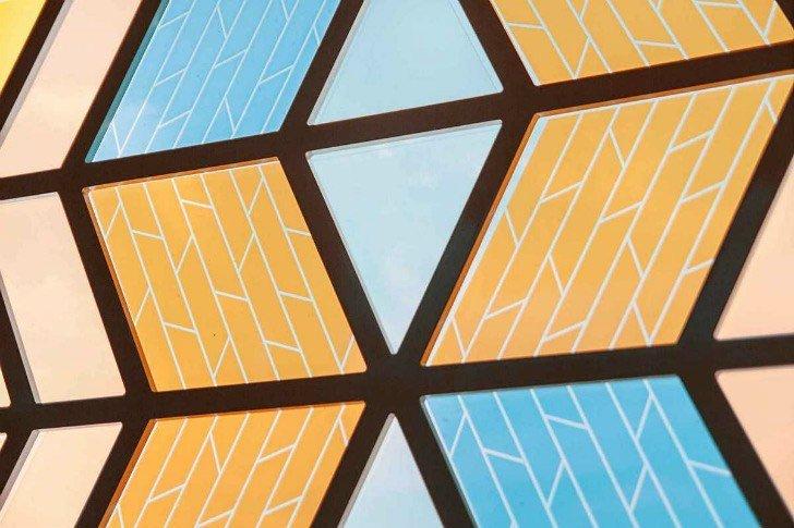 Espectacular vidriera que genera energía solar