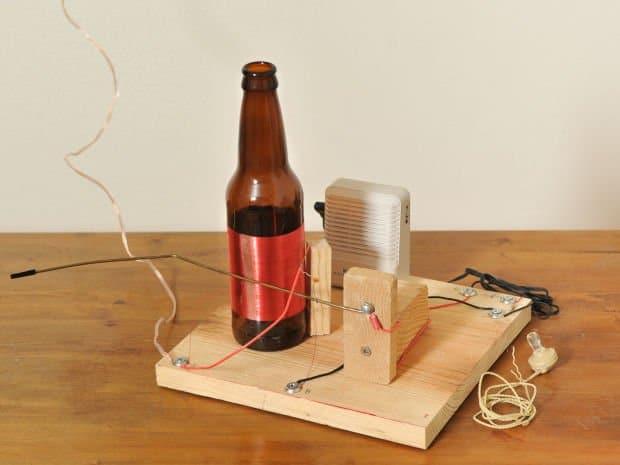 Radio-con-botella-de-vidrio