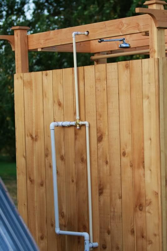 Como hacer una ducha solar al aire libre 4