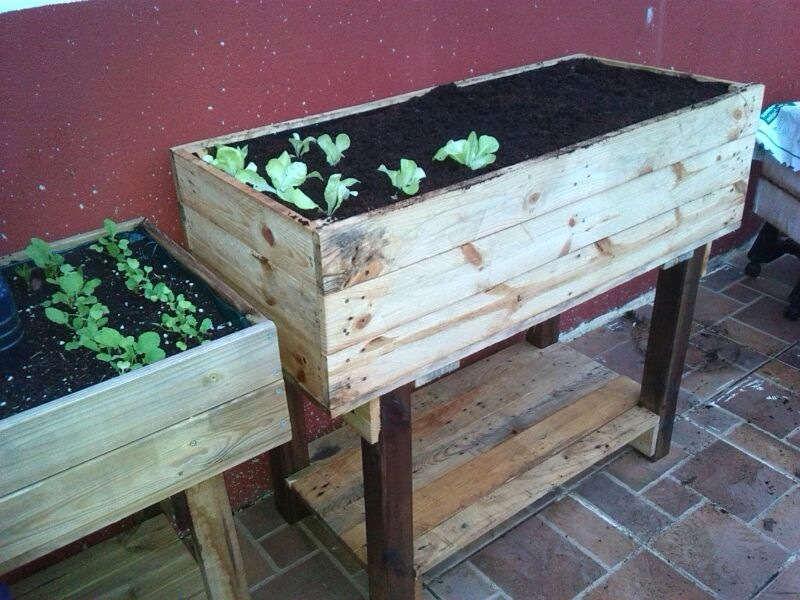 Como hacer una mesa de cultivo con palets for Como hacer mesa de trabajo con palets