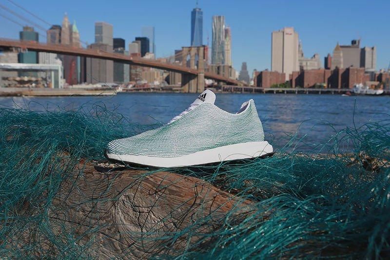 Adidas fabricará sólo con plástico reciclado a partir 2024