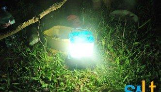 Una lámpara que funciona 8 horas con un solo vaso de agua salada