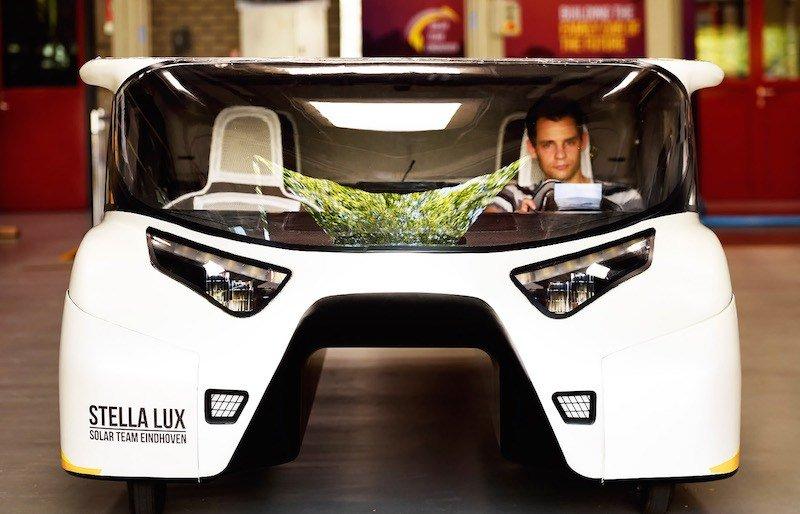 Stella Lux. El coche solar que genera más energía de la que consume