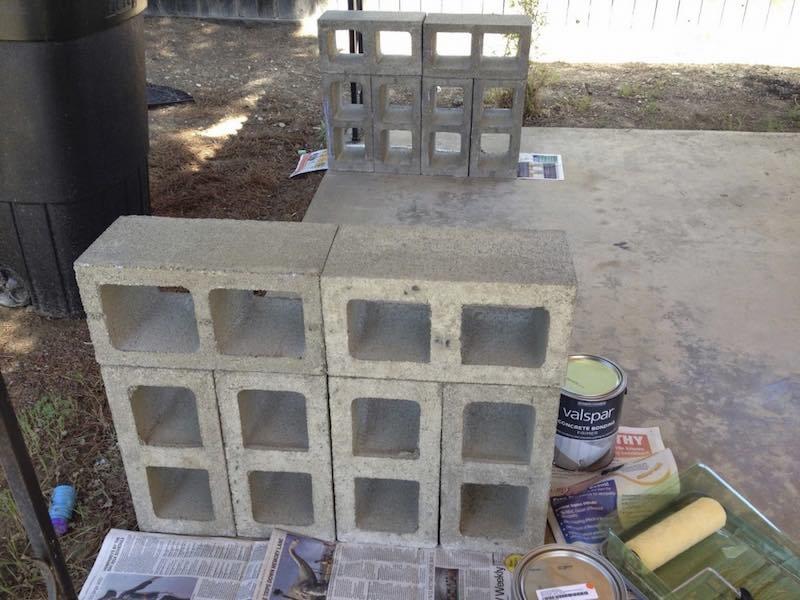 Cómo hacer un banco con listones de madera y bloques de hormigón1