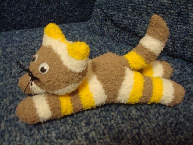 Como hacer un lindo gatito con un calcetín-1