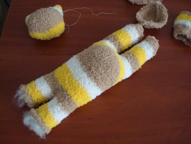Como hacer un lindo gatito con un calcetín9