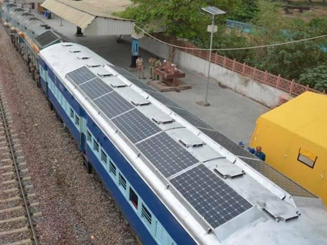 India-quiere-trenes-con-techos-solares1