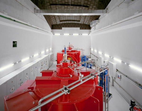 Central hidroeléctrica perfectamente integrada en la ciudad3
