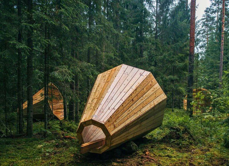 Gigantescos altavoces de madera para amplificar los sonidos del bosque en Estonia