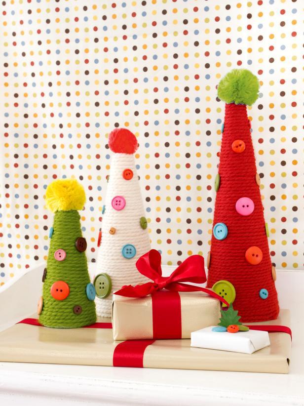 Árbol de navidad con hilo y botones