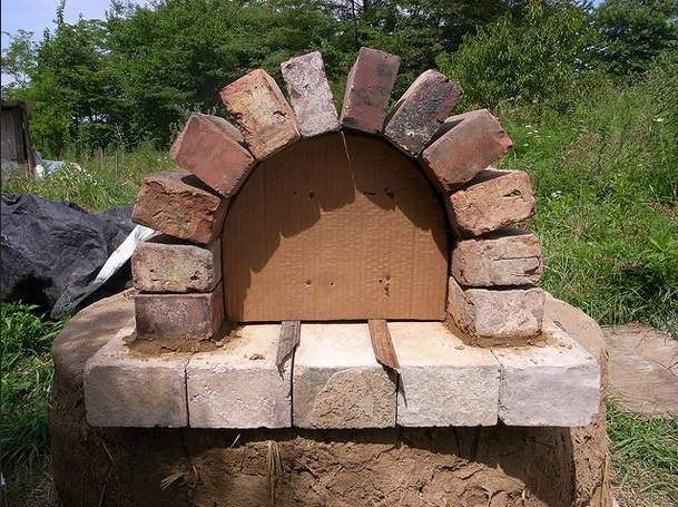 C mo hacer un horno casero al aire libre por 20 for Materiales para hacer un horno de lena