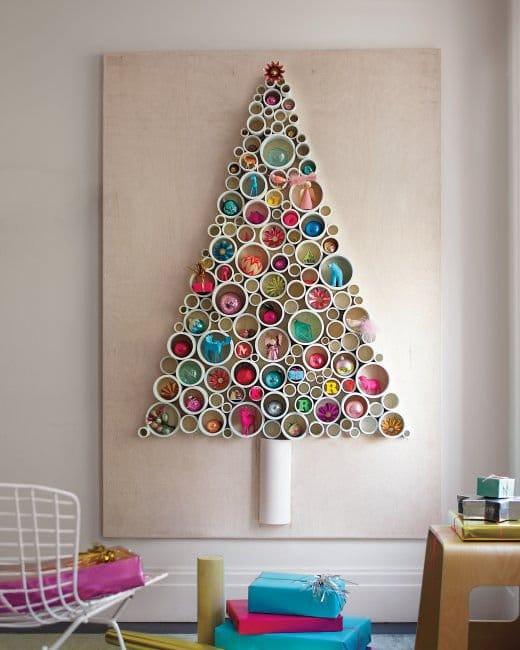 Genial árbol de navidad reciclando tuberías de PVC