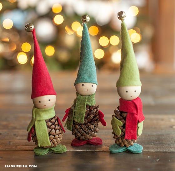 Manualidades Duendes De Navidad.Como Hacer Elfos Navidenos Con Pinas De Pino Y Fieltro