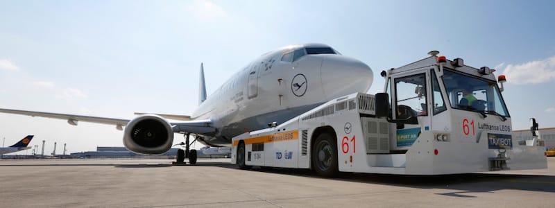 TaxiBots, el remolque de aviones que permite ahorrar hasta 2.700 toneladas al año de combustible en vuelos de largo recorrido
