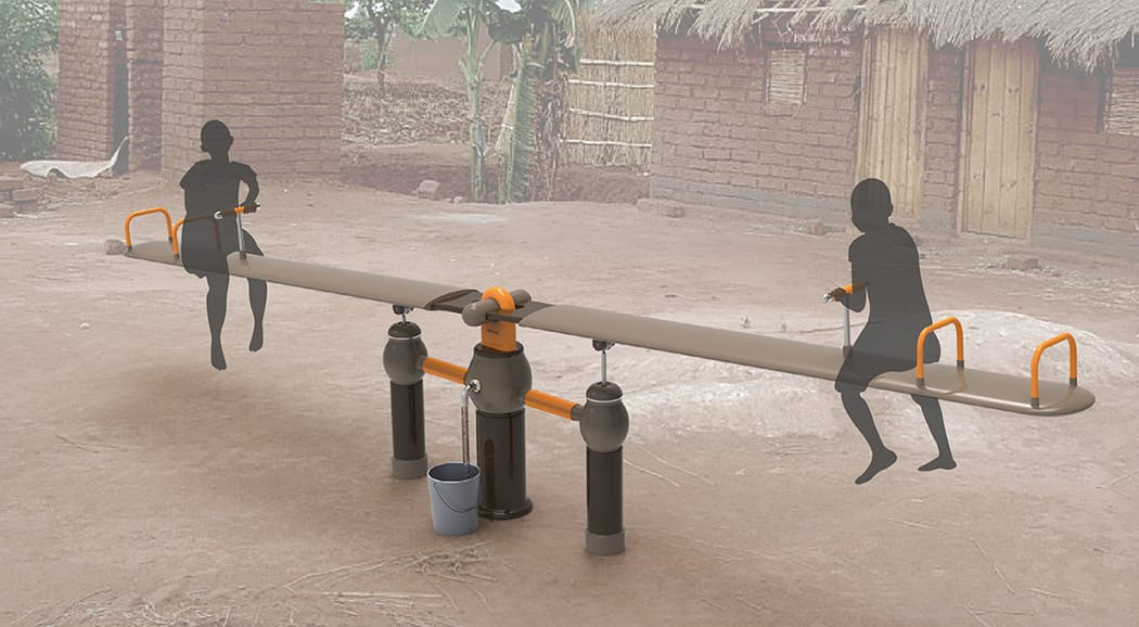 Un columpio para sacar agua sin electricidad