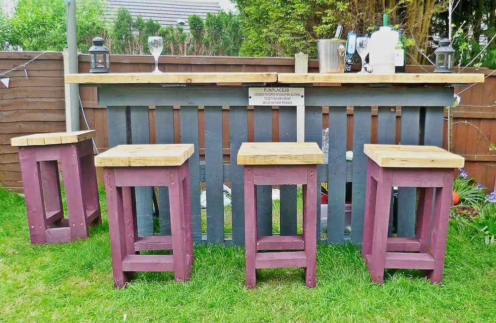 Como hacer una barra de bar en tu jardín con palets2