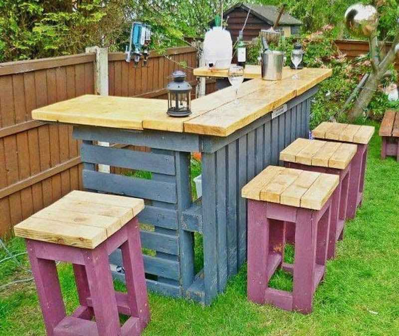 Como hacer una barra de bar en tu jardín con palets3