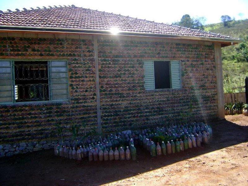 Casa con botellas de plastico1