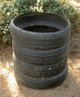 Compostadora con neumáticos usados